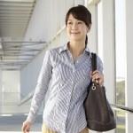 肩こりを悪化させてしまう鞄、バッグの持ち方