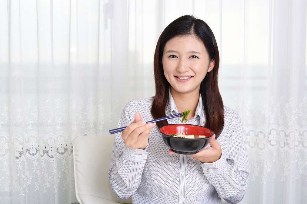痩せていてもお腹ポッコリ。「胃下垂」の8つの原因と治し方