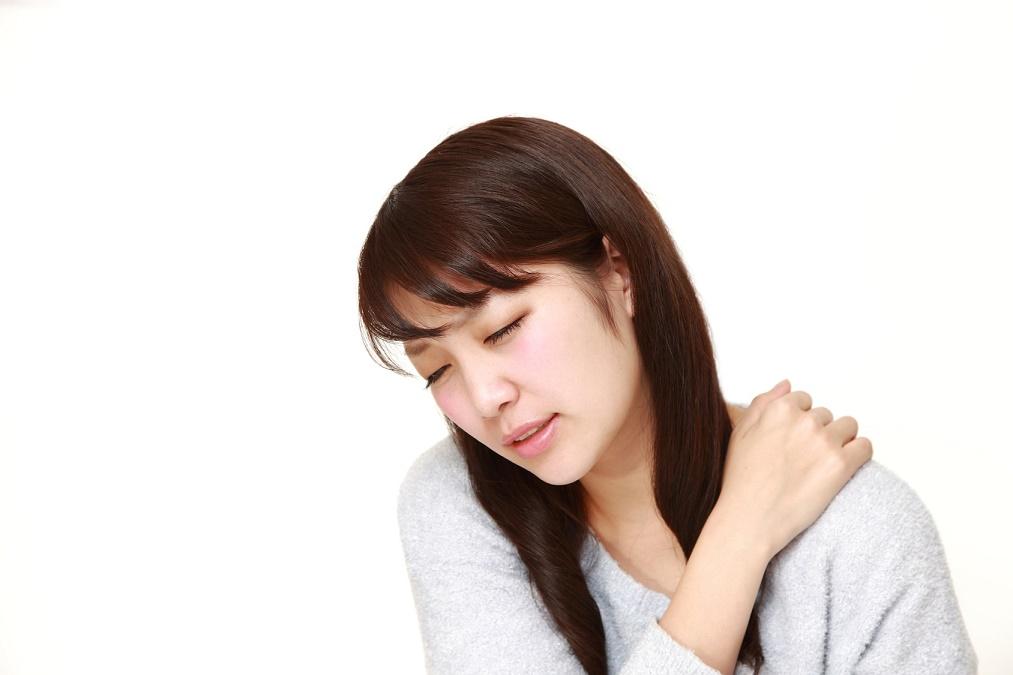 首こりが起こる原因と、辛さを解消するマッサージのやり方
